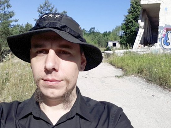 Bartek-Biedrzycki-w-Atomowej-Kwaterze-Dowodzenia