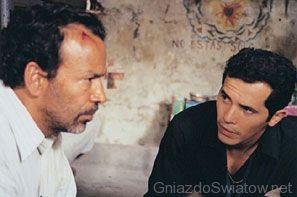 Vinicio i Bonilla rozmawiają w więzieniu