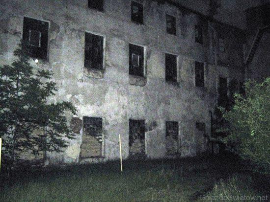 Zamknięta fabryka papieru w Mirkowie