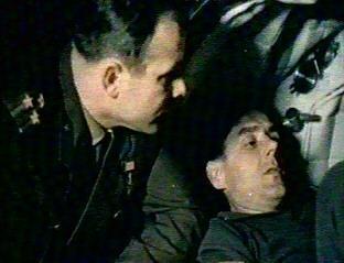 Komarow w towarzystwie Gagarina ćwiczy przed lotem Sojuza-1